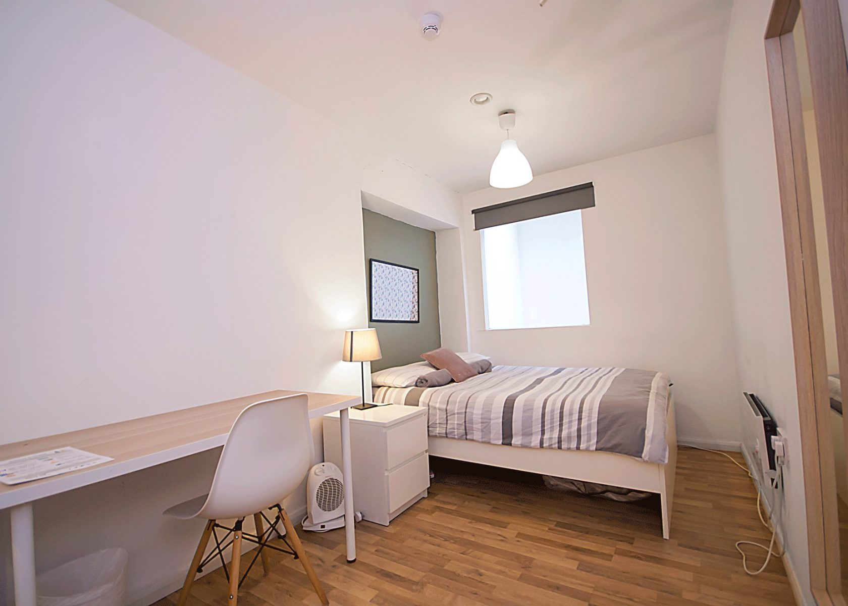 PRIVATE TRIPLE ROOM in Hanbury Brick Lane